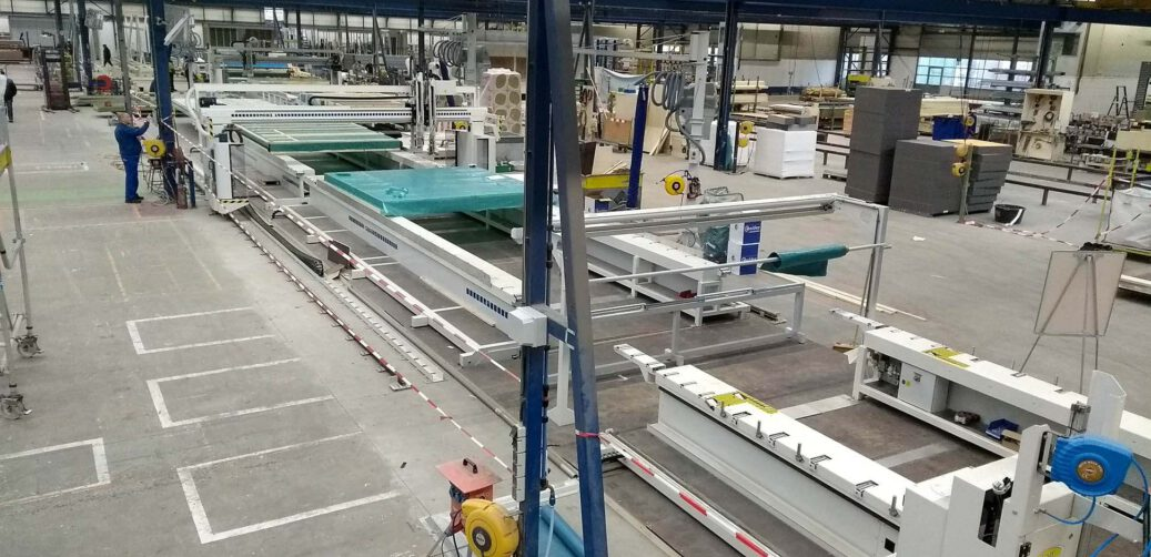 Nieuws Nieuwe geautomatiseerde panelenlijn in gebruik genomen min