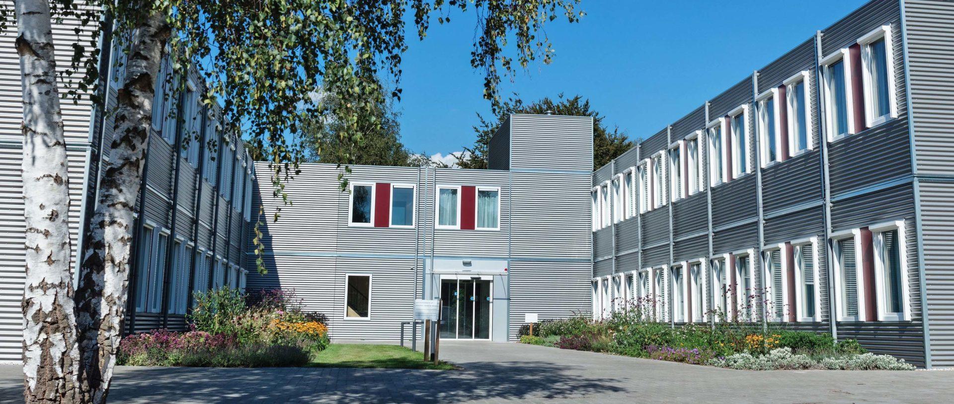Verpleeghuis De Slingebeek voorkant ingang en omgeving